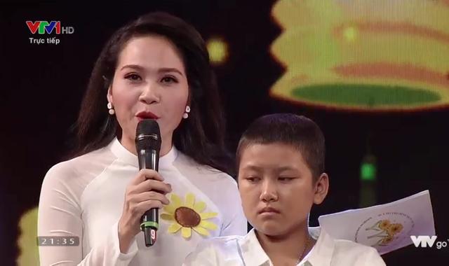 Bé Linh là bé thứ 2 được nhận đôi chân giả.