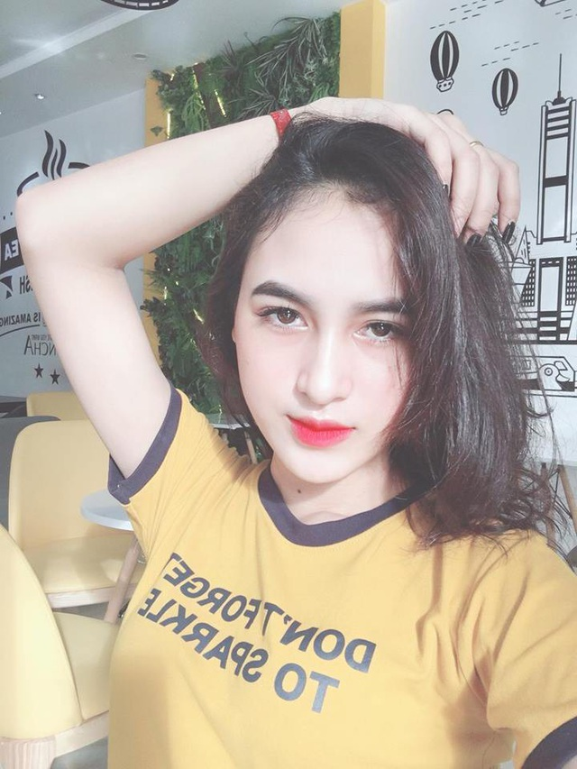 Thiếu nữ 19 tuổi đặc biệt thích chụp hình, nhảy múa, ca hát,.. Ước mơ của Duyên là trở thành một người mẫu chuyên nghiệp, nếu có thể Duyên cũng muốn được thử sức với vai trò diễn viên điện ảnh.