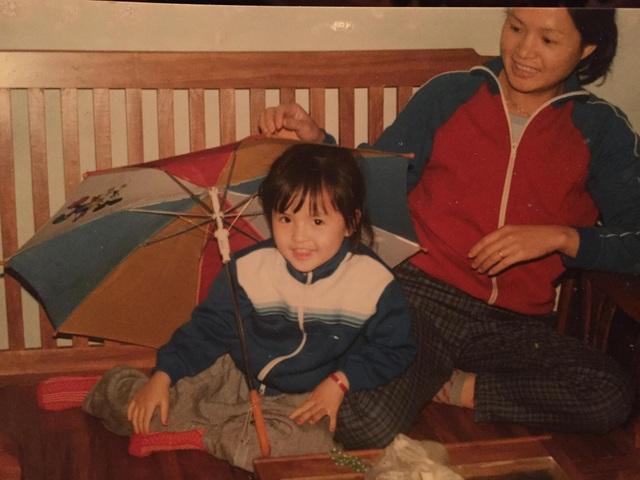 Từ bé, Thu Quỳnh đã là một cô bé rất xinh xắn và dễ thương. Nữ diễn viên tiết lộ, hồi còn bé, cô rất hay được bố mẹ đưa đi chụp ảnh để lưu lại những khoảnh khắc tuổi thơ.