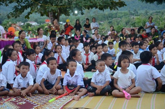 Quảng Bình: Mang niềm vui Trung thu đến với học sinh nghèo, trẻ em dân tộc - 7