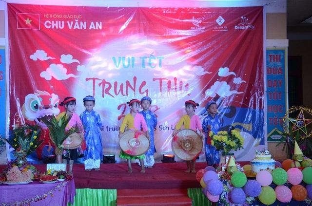 """Chương trình Vui tết Trung thu"""" được tổ chức tại Trường TH và THCS Sơn Lộc"""
