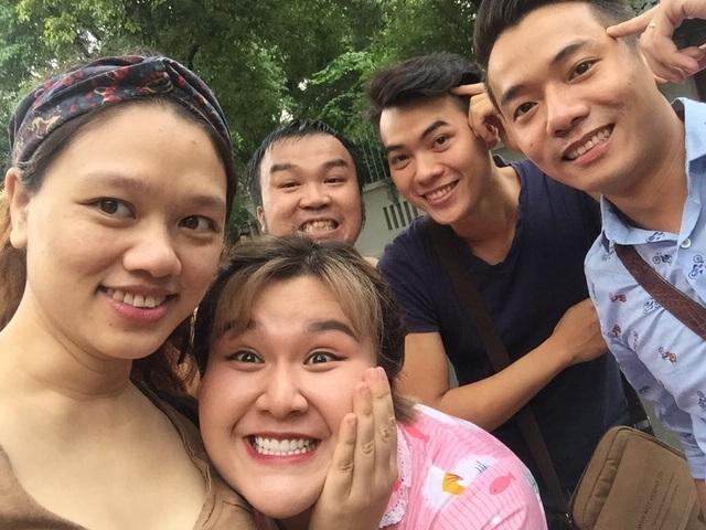 Đạo diễn Lam Hạ và các diễn viên tham gia phim.