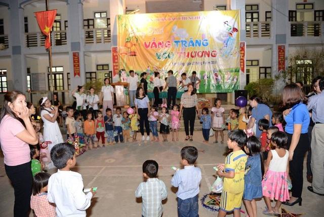 Trung thu đến với những trẻ em nghèo vùng biên.