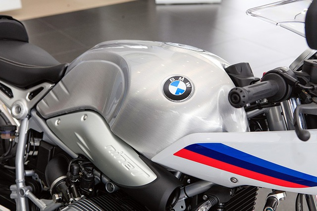 Giá bán bằng ôtô, BMW RnineT Racer có gì để thuyết phục người dùng Việt Nam? - 3