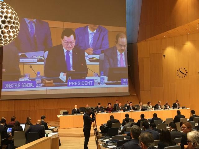 Đại sứ Dương Chí Dũng điều hành phiên họp Đại hội đồng WIPO năm 2018.