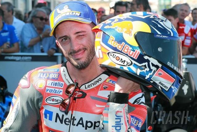 Marquez thắng kịch tính trong ngày Lorenzo gặp tai nạn nghiêm trọng - 10