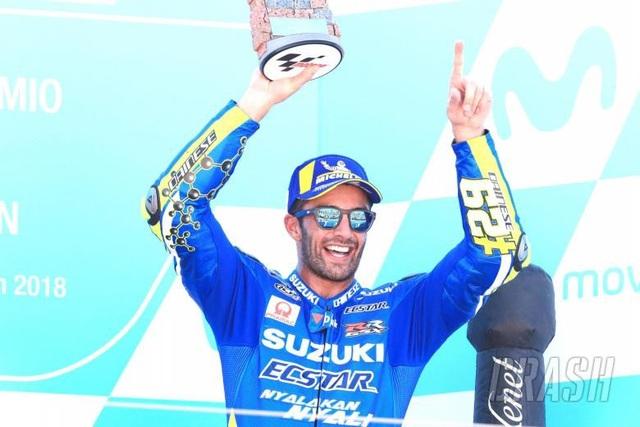 Marquez thắng kịch tính trong ngày Lorenzo gặp tai nạn nghiêm trọng - 9