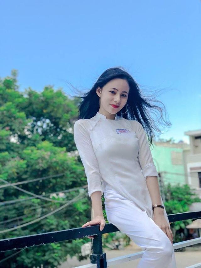Cô bạn Hoàng Oanh xinh xắn