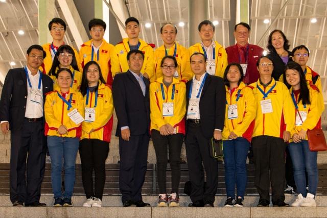 Chủ tịch Liên Đoàn Cờ Việt Nam - ông Nguyễn Đồng Tiến, Phó Thống đốc Ngân hàng Nhà nước Việt Nam; ông Lê Thành Trung –Phó chủ tịch Liên Đoàn Cờ, Phó TGD HDBank cùng đoàn Vận động viên đã đến Batumi.