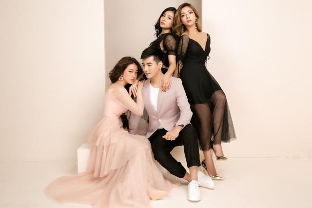 3 hot girl tạo dáng bên hot boy Cường Bely.