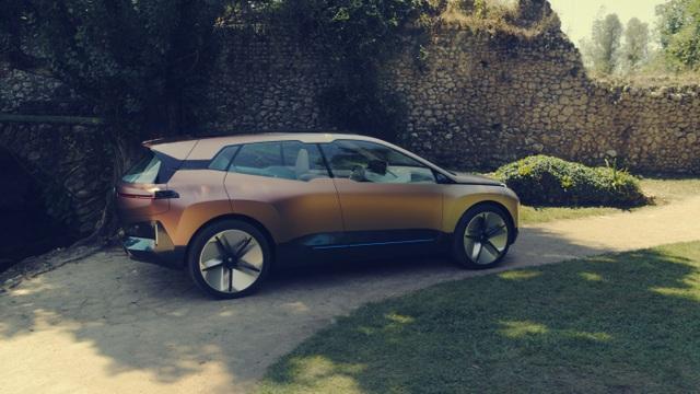 BMW giới thiệu mẫu crossover chạy điện tự lái Vision iNext - 6
