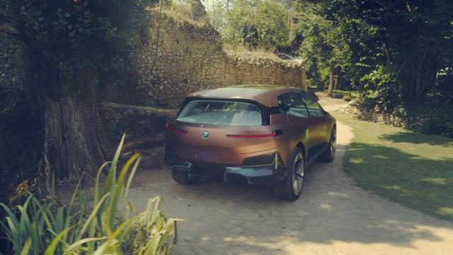 BMW giới thiệu mẫu crossover chạy điện tự lái Vision iNext - 7
