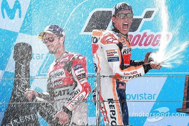 Marquez thắng kịch tính trong ngày Lorenzo gặp tai nạn nghiêm trọng - 3