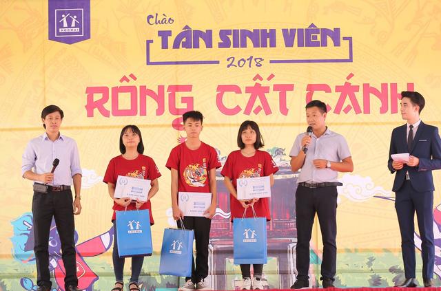 Nhiều tân sinh viên được nhận học bổng từ chương trình
