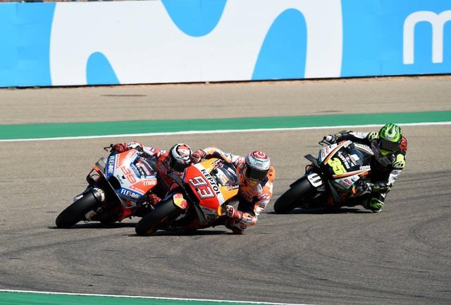 Xem lại tai nạn khiến Lorenzo phải bỏ dở chặng 14 MotoGP 2018 - 2