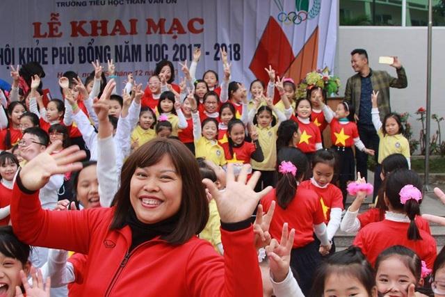 Cô giáo Nguyễn Thị Lệ Hằng được nhà trường đánh giá là giáo viên giỏi, nhiệt huyết. (Ảnh: FBNV)