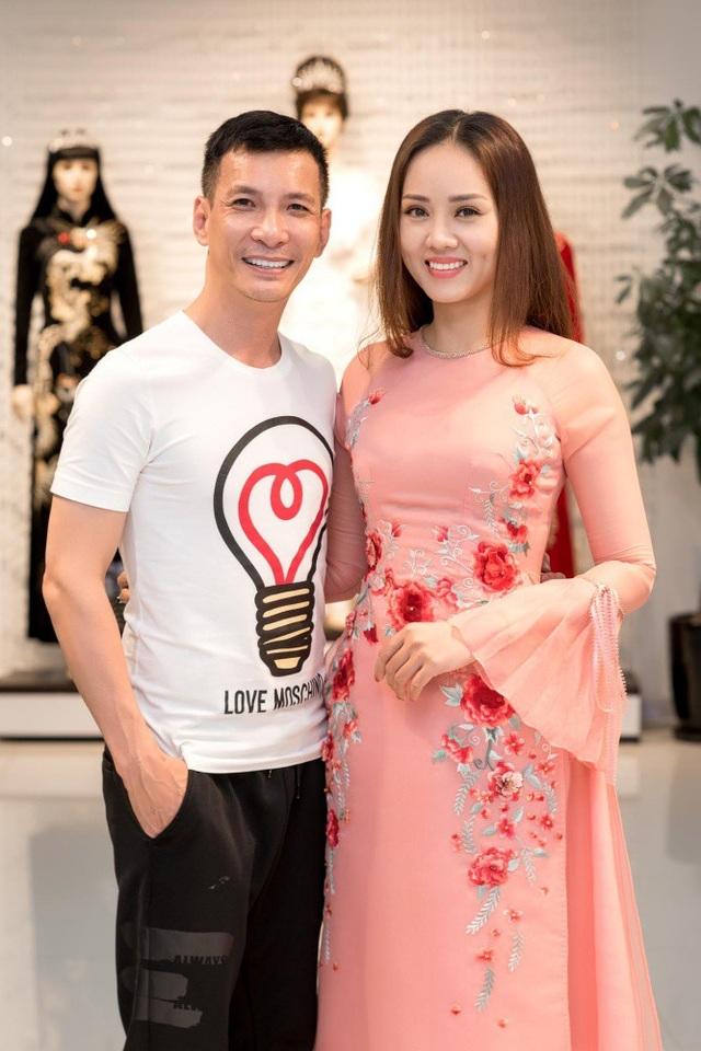 Ngọc Hà cho biết, cô vốn có mối quan hệ thân thiết với chuyên gia make-up và NTK Kenny Thái nên cô đến ủng hộ đàn anh.