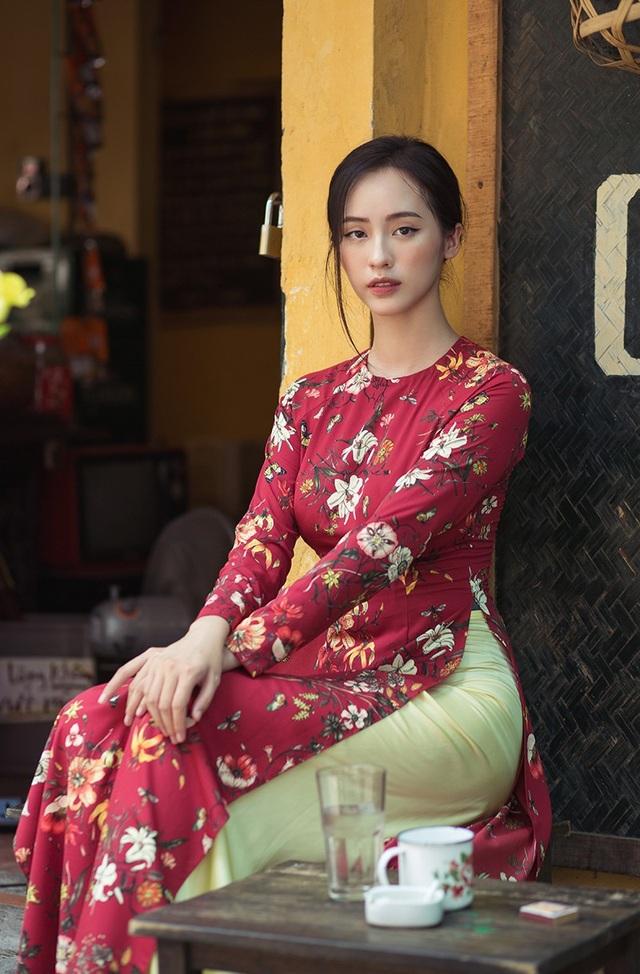 Hiện tại, Linh thường nhận được lời mời làm người mẫu lookbook cho các shop thời trang.