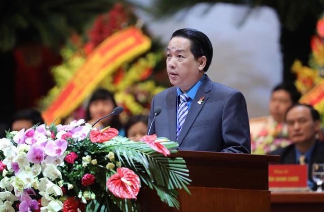 Đồng chí Kiều Ngọc Vũ - Phó Chủ tịch LĐLĐ TPHCM trình bày tham luận. Ảnh: Hải Nguyễn.