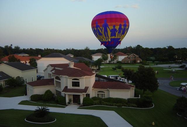 Có hộ gia đình còn sở hữu cả khinh khí cầu