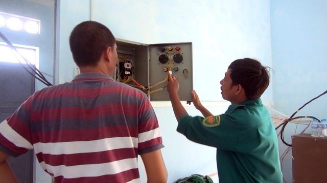 Theo nhân viên quản lý trạm thì máy móc hư liên tục là nguyên nhân chính dẫn đến việc thiếu nước