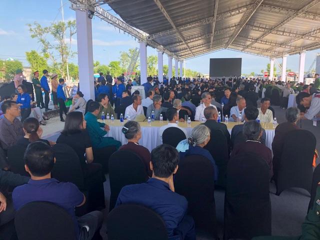 Rất đông các đoàn thể, tổ chức, cá nhân chờ vào viếng Chủ tịch nước tại quê nhà Ninh Bình.