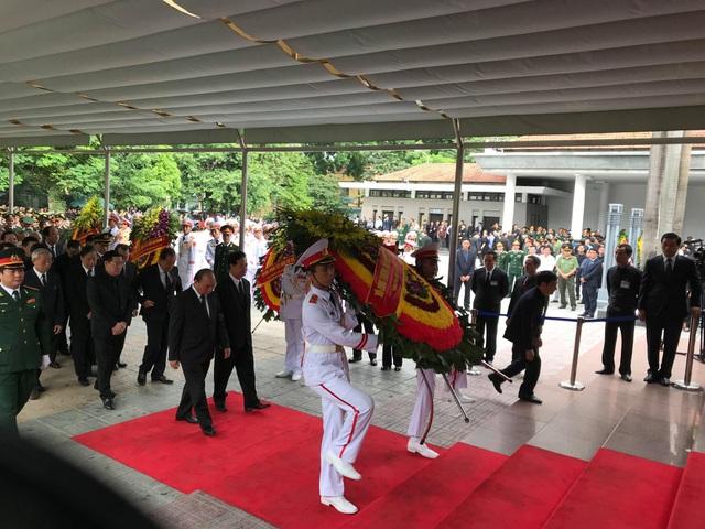 Đoàn Chính phủ do Thủ tướng Nguyễn Xuân Phúc dẫn đầu vào viếng.