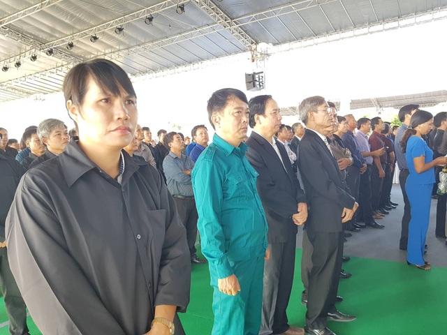 Người dân quê nhà Ninh Bình tiễn biệt.
