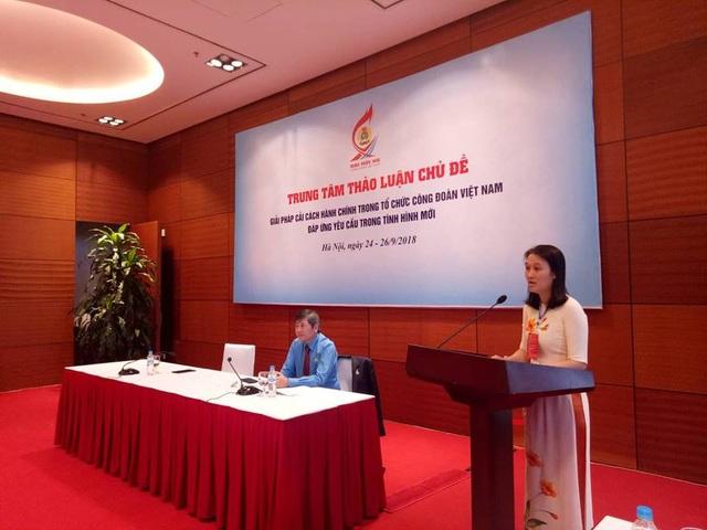Các đại biểu thảo luận liên quan đến vấn đề cải cách hành chính của tổ chức Công đoàn Việt Nam đáp ứng yêu cầu trong tình hình mới.
