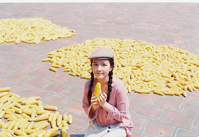 Nữ diễn viên xinh đẹp Đỗ Hà Anh đã có một ngày ý nghĩa bên bạn bè để thực hiện bộ ảnh kỷ yếu kết thúc quãng đời sinh viên.