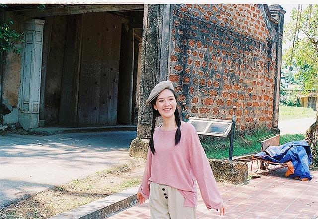 Bộ ảnh được thực hiện tại làng cổ Đường Lâm, theo phong cách thôn quê mộc mạc, chân chất