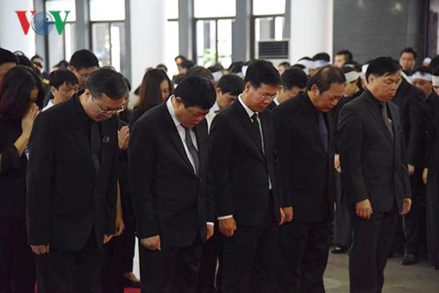 Đoàn Ban Tuyên giáo Trung ương do Trưởng ban Võ Văn Thưởng dẫn đầu vào viếng Chủ tịch nước Trần Đại Quang.