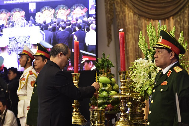 Bí thư Nhân thắp nén hương tiếc thương Chủ tịch nước Trần Đại Quang