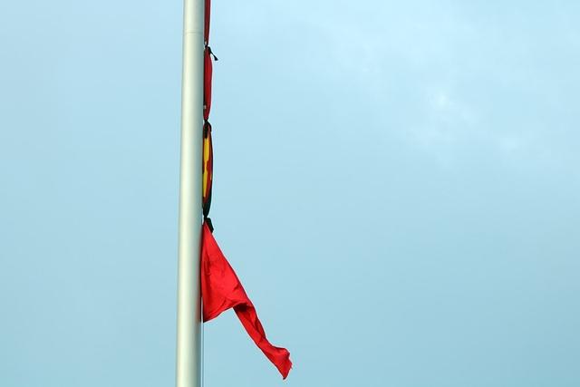 Lễ thượng cờ rủ Quốc tang Chủ tịch nước Trần Đại Quang - 10