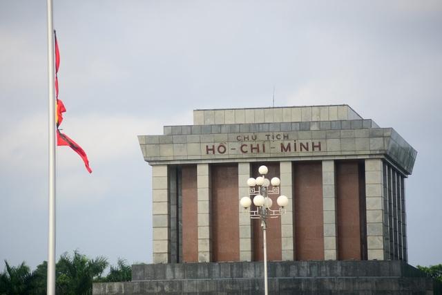Tại lăng Chủ Tịch Hồ Chí Minh