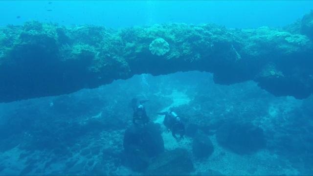 Năm 2014, các chuyên gia khảo cổ phát hiện một vòm đá núi lửa nằm ở vùng biển cách đảo Bé (huyện đảo Lý Sơn) khoảng 1 hải lý. Vòm đá này có cấu trúc giống hệt cổng Tò Vò (thôn Tây, xã An Vĩnh, huyện Lý Sơn) nhưng lớn hơn nhiều lần. Tổng thể khối nham thạch tạo nên vòm đá kéo dài gần 100 m, trong đó phần mái vòm dài khoảng 20 m. Tính từ đáy biển lên, nơi cao nhất của vòm đá khoảng 5 m.