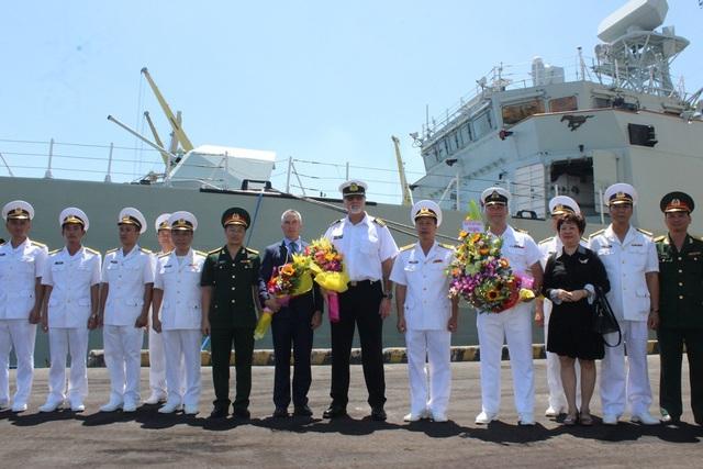 Lễ đón đoàn tàu Hải quân Hoàng gia Canada - HMCS Calgary được tổ chức trọng thể ngay cảng Tiên Sa - Đà Nẵng