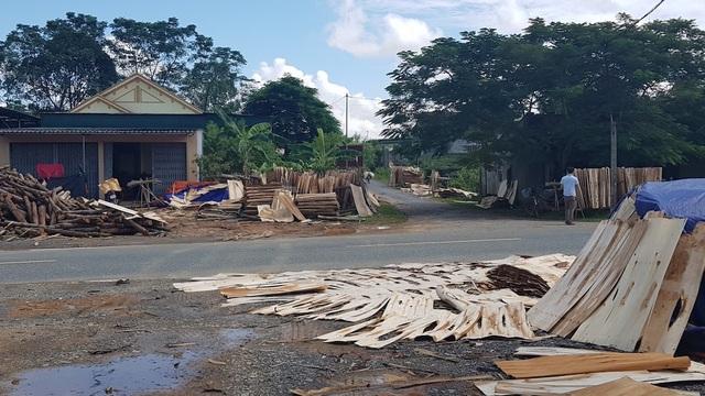 """Xưởng sản xuất gỗ """"3 không"""" mọc lên như nấm, chính quyền có làm ngơ? - 9"""
