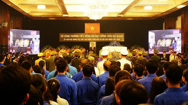 Màu áo xanh của lực lượng Đoàn thanh niên Thành phố Hồ Chí Minh viếng Chủ tịch nước