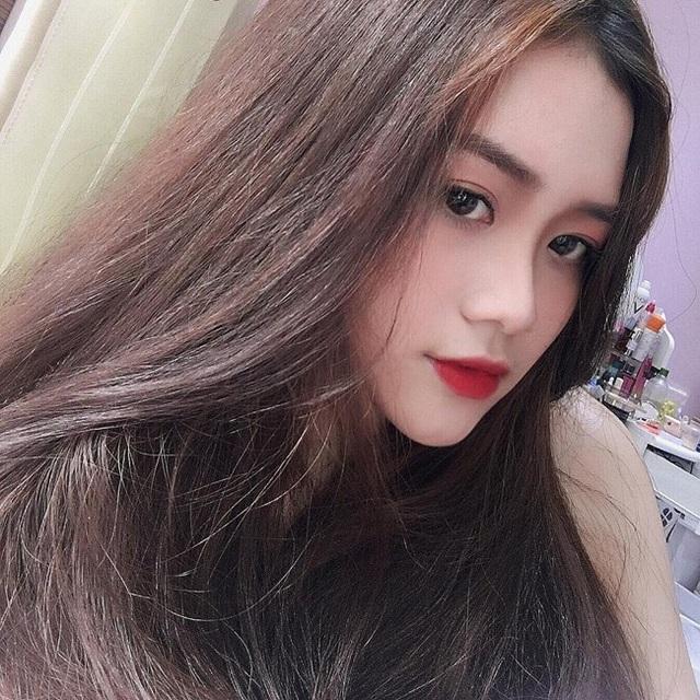 Hình ảnh selfie của nữ sinh Sài thành khiến dân mạng xuýt xoa.