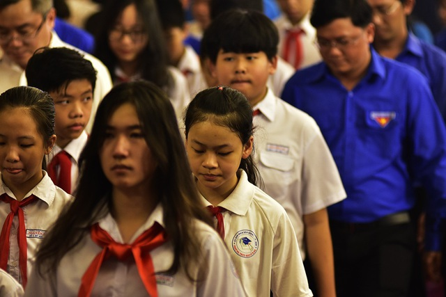 Nét buồn trên gương mặt của những học sinh tiêu biểu của Thành phố