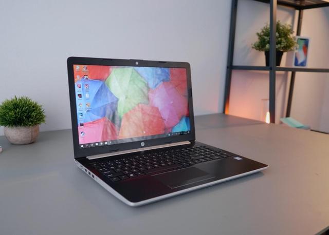 Bộ xử lí Intel thế hệ thứ 8 mới nhất, ổ cứng HDD 1 TB lưu trữ dữ liệu thoải mái cùng khả năng hỗ trợ Intel Optane cho nhu cầu nâng cấp về sau nhưng HP 15 mới chỉ gói gọn trong mức giá 13,99 triệu đồng, phù hợp với đại đa số người dùng