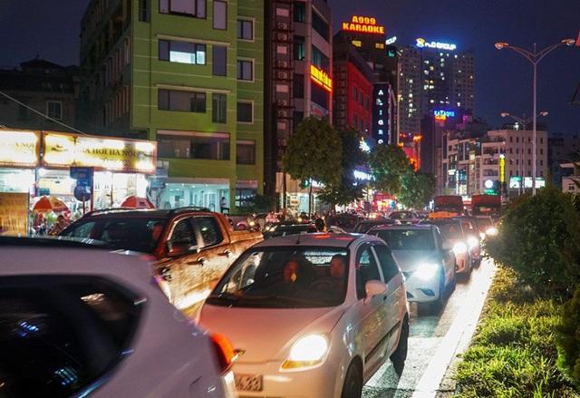 Mưa lớn xảy ra trên diện rộng, đặc biệt tại các quận Cầu Giấy, Nam Từ Liêm, Thanh Xuân, Tây Hồ...