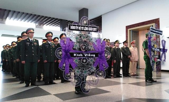 Đông nhất vẫn là màu áo xanh người lính và lực lượng vũ trang đến tiễn biệt Đại tướng Trần Đại Quang