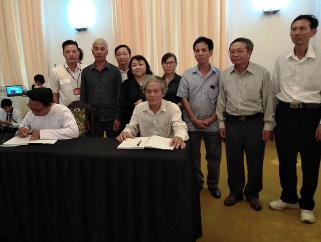 Không có điều kiện về quê dự lễ tang, họ hàng xa của Chủ tịch nước Trần Đại Quang ghé Hội trường Thống Nhất tham dự lễ viếng tổ chức tại đây