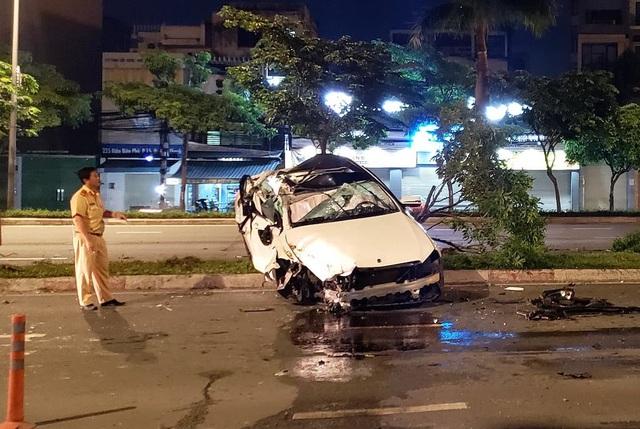 Chiếc xe nát bươm, hu hỏng nặng sau tai nạn