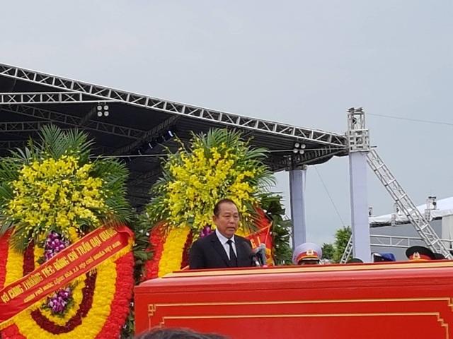 Phó Thủ tướng Trương Hòa Bình - Trưởng Ban tổ chức lễ tang - tuyên bố lễ an táng bắt đầu