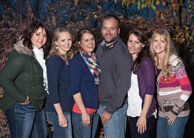 Chia sẻ về đời tư đặc biệt của người đàn ông Mỹ đang chung sống với… 5 bà vợ - 1
