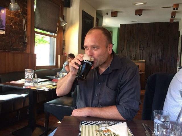 Brady Williams tiết lộ rằng, đôi lúc ông cũng dành thời gian cho riêng bản thân mình và nhâm nhi một cốc bia là lựa chọn được ưu tiên hàng đầu.