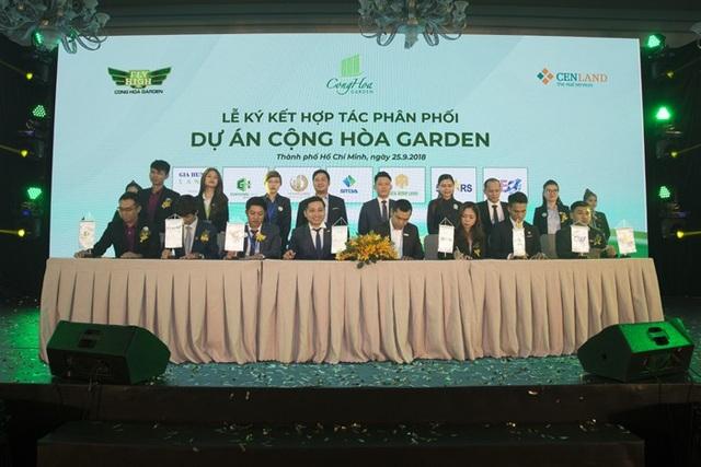 Việc ký kết hợp tác phân phối giữa các đơn vị uy tín góp phần mang đến chất lượng dịch vụ chuyên nghiệp cho Cộng Hòa Garden.
